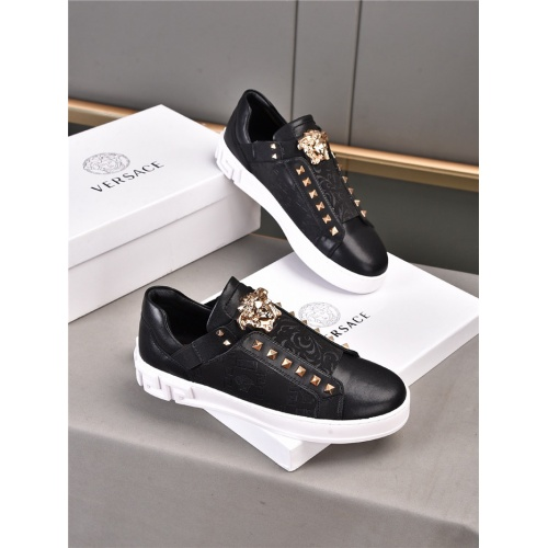 Versace Casual Shoes For Men #922199