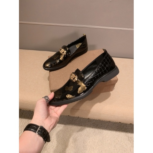 Versace Leather Shoes For Men #922560