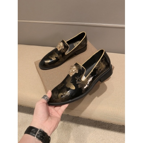 Versace Leather Shoes For Men #922561
